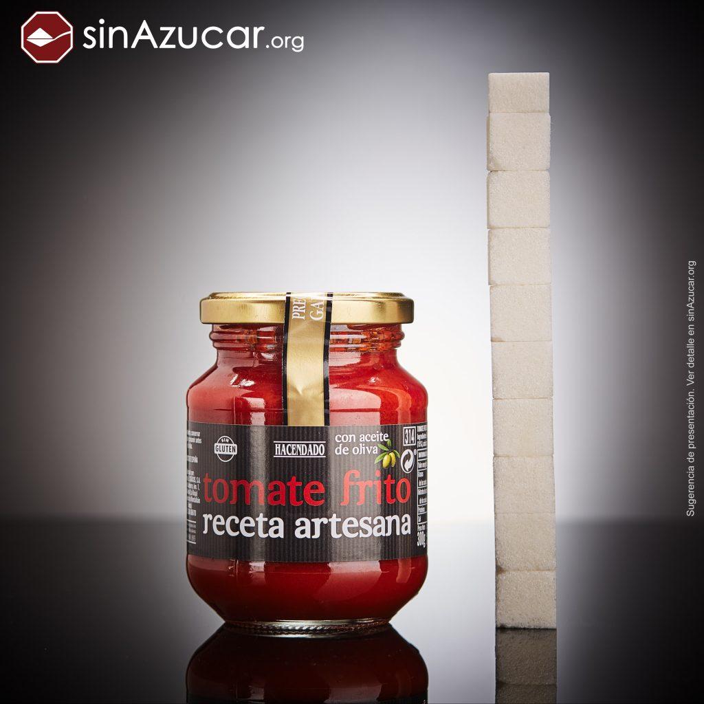 Un bote de tomate frito receta artesana de la marca Hacendado (300g) contiene 37,5g deazúcar, equivalente a 9,4 terrones.