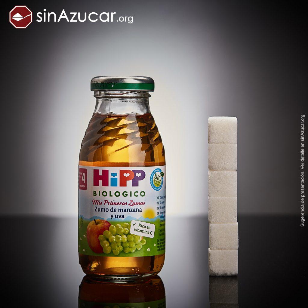 Una botellita (200ml) de zumo (para bebés) de manzana y uva HIPP contiene 23,6g de azúcar libre (no añadido) equivalente a 5,9 terrones.